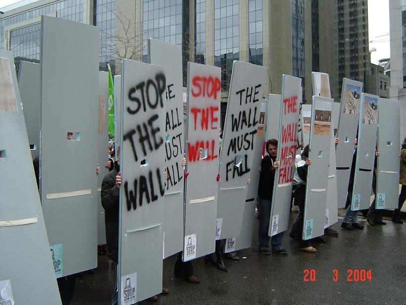 weg met de muur...